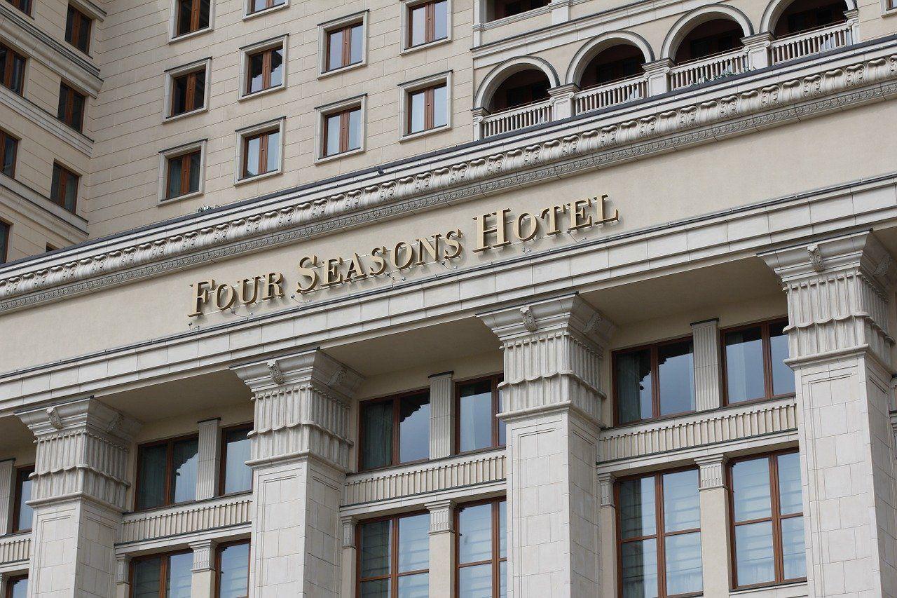 El histórico hotel Moskva, actual Four Seasons Moscú