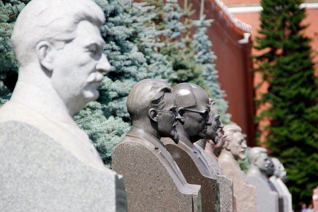 Exteriores del mausoleo de Lenin y tumbas de grande lideres soviéticos