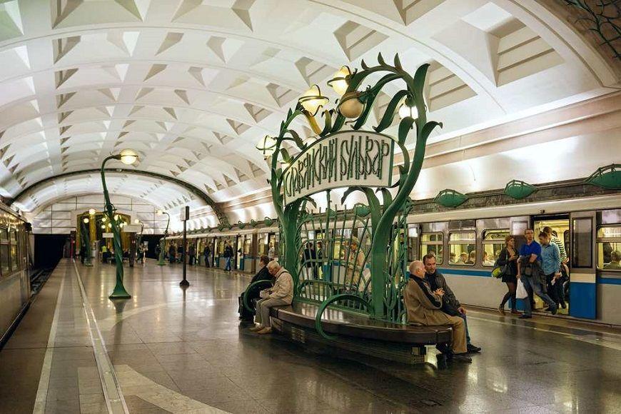 área-de-espera-vagones-estación-Slavyansky-Bulvar