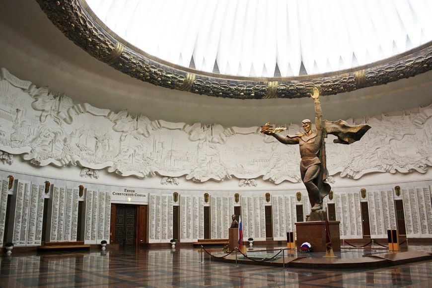 museo-de-la-gran-guerra-patriótica-estatua-el soldado-de-la victoria