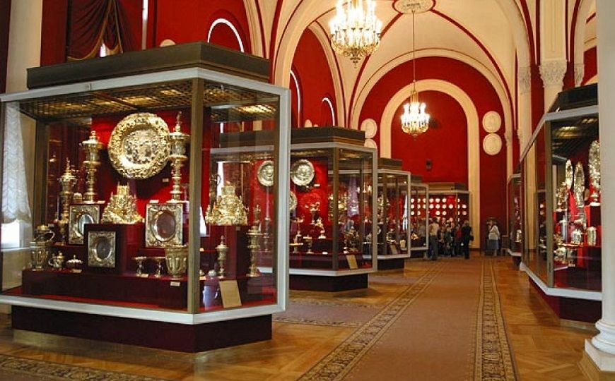 interior-museo-fonfo-de-diamantes-kremlin-de-moscú