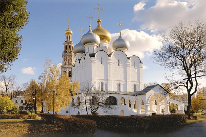 Catedral-de-Smolensk-Monasterio-y-Cementerio-Novodévichi