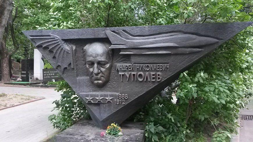 Cementerio-de-Novodévichi-tumbas-personajes-famosos