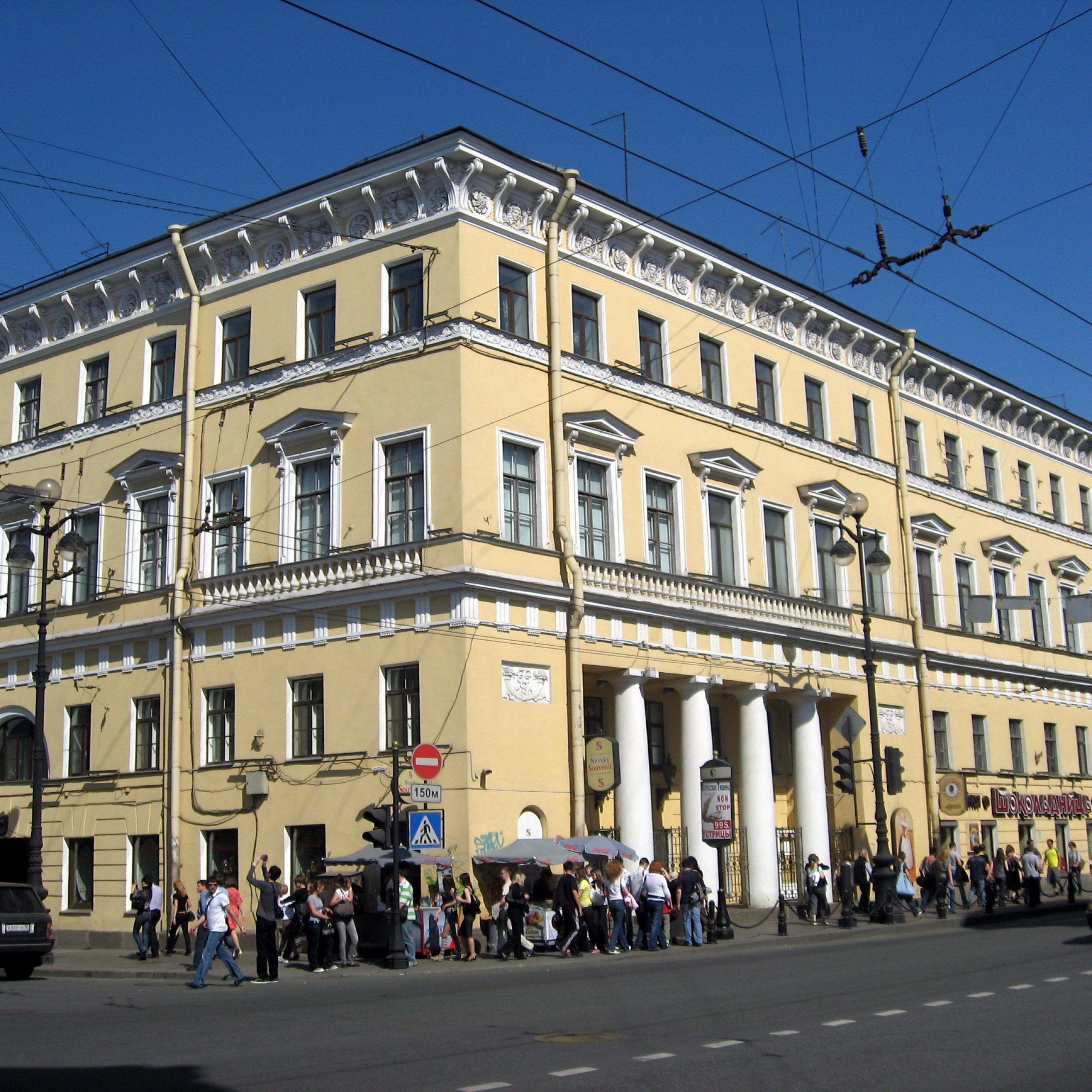 Edificio del Café Literario: refugio de grandes escritores