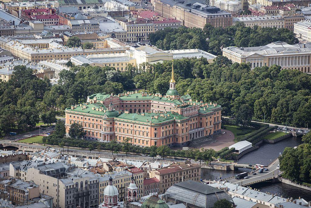 Jardines y castillo de Mijaílovsky