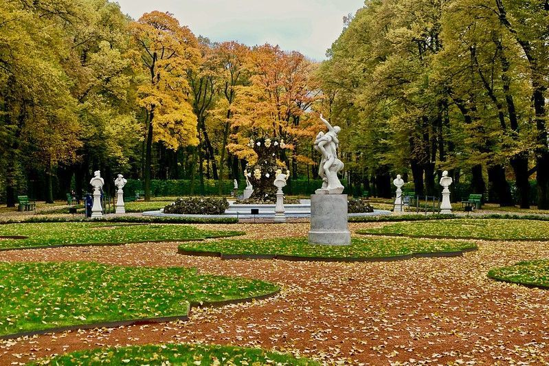 Jardín de verano: fuentes y esculturas