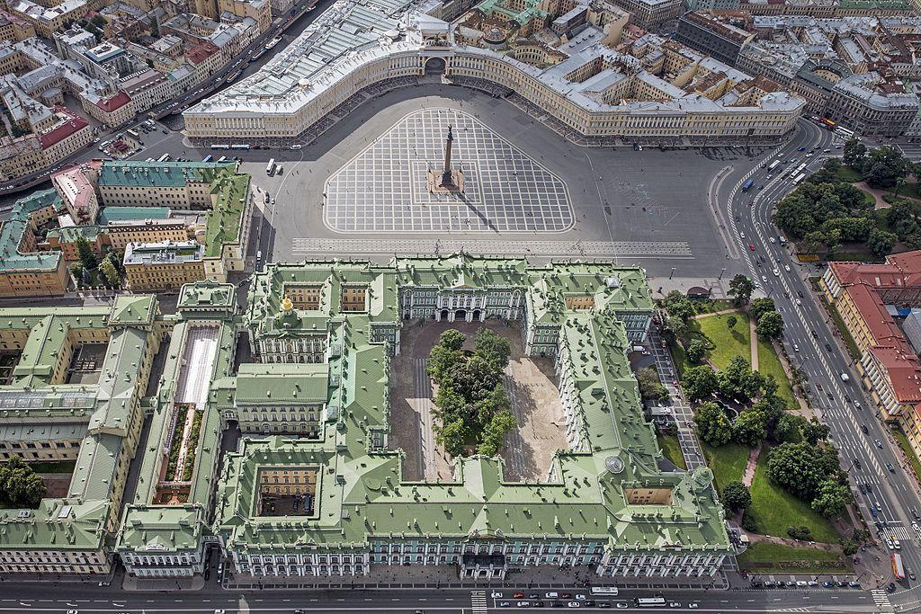 Plaza de Palacio y edificios históricos